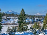 This Central Oregon and Sisters beauty offers one of a