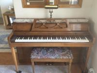 Beautiful Spinet Wurlitzer piano, approximately 20