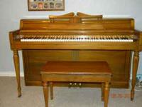 Spinnett Piano, may need to be tuned, in great