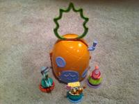 SpongeBob Pineapple House 3 Figures- spongeBob , Sandy