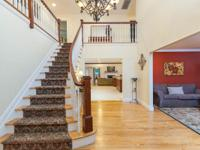 Sprawling 4500 Sf Home On 1.5 Acre In The Lovely Hamlet