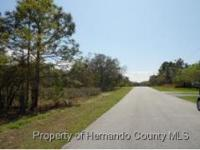 Country Living on Paved Road. Minutes from Shopping,