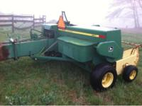 John Deere 327 square baler Works great had service