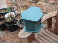 Metal flip top style squirrel feeder for feeding
