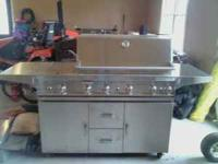 Excellent condition members mark large gas grill side