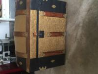 1920s steamer trunk very good condition, with inserts