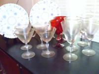 10 stemmed wine glasses: 8 are clear with gold rims / 2
