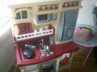 Step 2 kitchen set, very clean still works, (makes