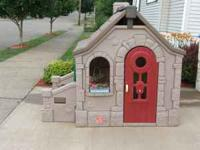 STORYBOOK COTTAGE HAS OUTSIDE PATIO, NEW ELECTRONIC