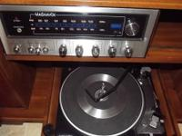 Vintage stereo and cabinet    pull out