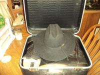 This is collectable rated 4 xxxx hat and boots in a