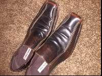 Great pair of Steve Madden brown dress shoes. In