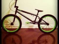 Near mint condition 2011 Stolen Score BMX bike. It has