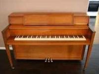 Story & Clark console piano in great condition. It's a