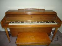 STORY AND CLARK PIANO IN WORKING CONDITION ( NEED SOME