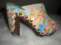 BEAUTIFUL AUTHENTIC STUART WEITZMAN HAND PAINTED
