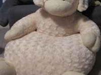 Super soft lamb chair. Perfect for toddlers. Used. Good