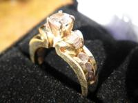 This is a STUNNING solid Gold Engagement Ring - 14K,