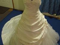 I have a David's Bridal ivory ball gown style wedding