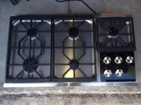 WOLF Gas Stove Top with 5 burners, model CT 36 G/S, 36""