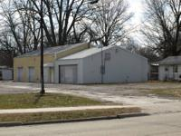 FOR SALE: Building & lot in Harrisburg, Illinois This