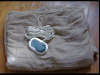 Sunbeam Twin Electric Blanket (BK43462) asking $35.Text