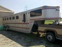 1997 Aluminum Sundowner horse trailer with changing