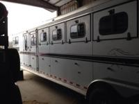 Sundowner 6 horse trailer with Finished LQ. Has gas