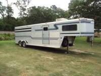 1993 Sundowner gooseneck 4 slant horse trailer with