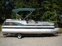1999 SunTracker Party Barge  Excellent boat for fishing