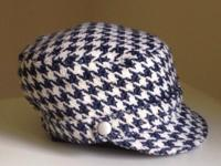 Super chic houndstooth cap.  Short brim, with silver