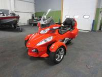 SUPER CLEAN 2012 CAN-AM SPYDER RT-S SE5 WITH ONLY 3,498