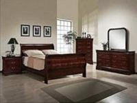 Super SMOOTH Style in This King Mahogany Bed Set!