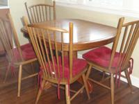Oak table w/6 high back chairs and 2 leaves. Center
