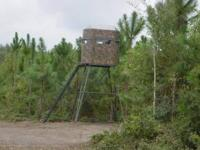 4' x 6' Hunting Tower Stand. Camo. Made by Superior