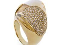 This expertly crafted ring from Superoro shines with a
