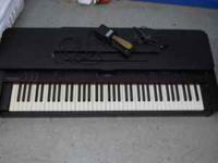 Suzuki SK-700 Keyboard in good condition with foot