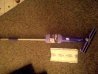 Swiffer wet jet with 3 pads. Cleaning solution not