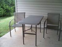 Folding table with 2 chairs, in excellent condition,