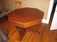 Poker table, in good condition. It has a reversible