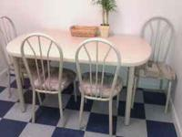 kitchen dinette table & 4 chairs clean no stains or