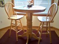 Description oak - beautiful table with two tall chairs