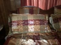 Selling comforter set, 1 month old. This set has colors