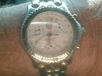 I'm selling my very nice Tag Heuer Cronograph watch.