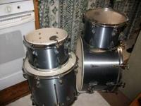 I am selling my drums they are silver and are Tama