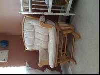 This glider is in great condition! Has pockets on the