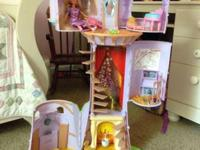 Tangled fairy tale castle in excellent condition, only