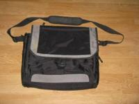 "Targus CityGear Miami 17"" Laptop Messenger Case Gently"