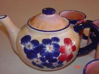 Beautiful tea pot & 4 cups made in Spain... hand