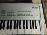 Korg triton music sampler 61 key in good condition with